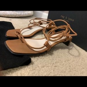 Angle-wrap leather toe-ring Sandals